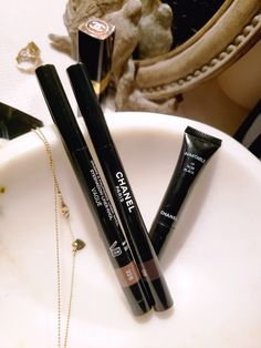 Chanel Eyeshadow Liner in Vague is such an easy shade to wear. Swatches are on the blog!  #CHANEL #eyeshadow #eyeliner #chanelmakeup #CHANELbeauty