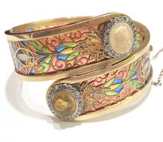 Art Nouveau Masriera y Carreras Bangle Bracelet. Art Nouveau bangle bracelet, made of yellow gold and platinum, with plique-a-jour multicoloured enamel depicting vegetal motifs. On the ends, two diamond cluster with cameos. Signed Masriera y Carreras. c 1916