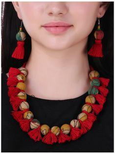 Diy Fabric Jewellery, Fabric Earrings, Paper Jewelry, Textile Jewelry, Jewelry Crafts, Jewelry Art, Beaded Jewelry, Thread Jewellery, Jewellery Earrings