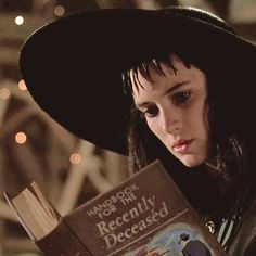 Lydia Deetz (Winona Ryder) studies the 'Handbook for the Recently Deceased' in Tim Burton's 'Beetlejuice' Tim Burton Characters, Tim Burton Films, Gothic Horror, Movies Showing, Movies And Tv Shows, Tim Burton Personajes, Beetlejuice Movie, Winona Ryder Beetlejuice, Beetlejuice Tattoo