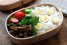 Gobō to gyūniku no amakarani bentō (carne de res dulce y picante)