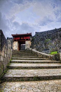 I've been here! Shuri gate, Okinawa, Japan 首里城
