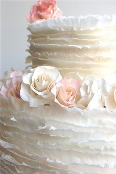 roses and ruffles wedding cake
