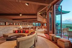 So Wright! 8 amazing Frank Lloyd Wright homes you can actually stay in Frank Lloyd Wright Buildings, Frank Lloyd Wright Homes, Organic Architecture, Architecture Design, Villas, Lac Tahoe, Mid-century Modern, Modern Homes, Modern Living