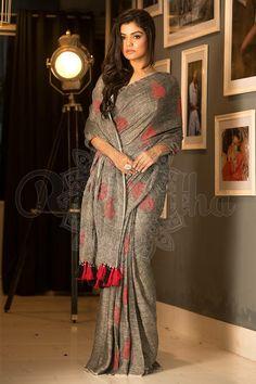 Grey & Red Linen Saree - Roopkatha - A Story of Art Trendy Sarees, Stylish Sarees, Jamdani Saree, Silk Sarees, Saris, Indian Dresses, Indian Outfits, Sari Bluse, Indische Sarees