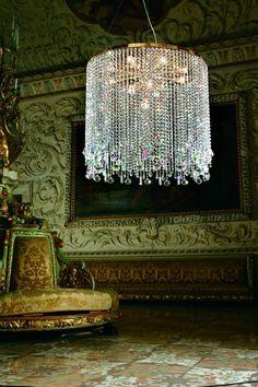 ZsaZsa Bellagio:   Now that's a chandelier