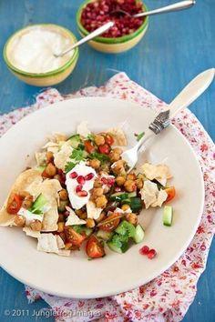 Dit is een heerlijke chana chat salade met Indiase smaken door de garam masala en de andere ingredienten. Inzending voor foodblog event augustus