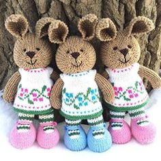 I love the nose on these #knit #bunnies. I need to remember this style of stitching!