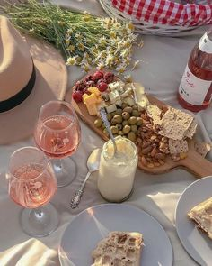 Picnic Date, Summer Picnic, Cute Food, Good Food, Yummy Food, Comida Picnic, Think Food, Snacks Für Party, Aesthetic Food