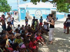 Niños y niñas de Tierra Bomba reciben charlas.