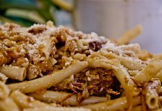 ziti alla genovese           La genovese insieme al ragù di carnefa parte dei grandi classici della cucina napoletana. Non richiede ...