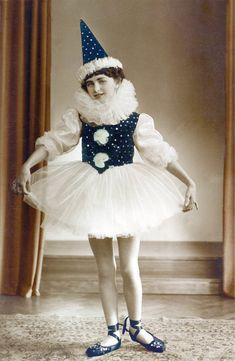 Girl w Ballet Pierrot Costume photo Carnaval Baby, Costume Carnaval, Pierrot Costume, Pierrot Clown, Vintage Pictures, Vintage Images, Ballet Vintage, Vintage Clown, Circus Clown