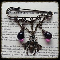 Bee kilt pin brooch