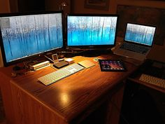 Flickr Find: Mac rig with monitors that'll burn your eyes out
