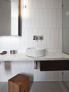Banheiro Azulejos Retangulares AAArchitects Fraser Marsden