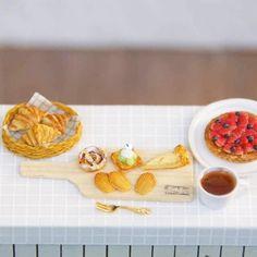 指先パンシリーズ♪ miniature 1/12  お好きなものからお召し上がりください(*^^*) #meetminiature #miniature #dollhouse #ミニチュア #ドールハウス#パン#パン屋 #朝食#朝ごはん#ミニチュアフード#miniaturefood#シルバニア#シルバニアファミリー#パン好き#ランチ#lunch#breakfast#bread#yummy#yummyfood #スイーツ#sweets #デザート#ティータイム#teatime #tea