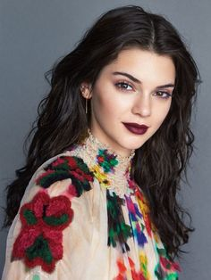vulgaire-make-up-bouche-kendall-jenner-lipstick-burgundy