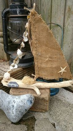 Other than the shape, driftwood is high on the texture quotient. Every piece of driftwood is fashioned by the erosion action of water and sand, the action of bacteria and riverine animals. Ragamuffin, Driftwood Projects, Driftwood Art, Sea Crafts, Nature Crafts, Seashell Art, Seashell Crafts, Sailboat, Burlap