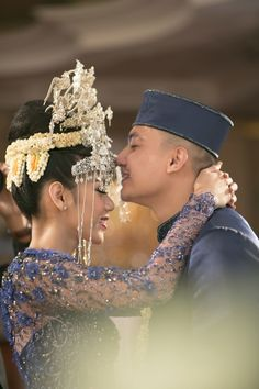 Extravagant Kampung Betawi Wedding  | Traditional wedding | Head over to http://www.bridestory.com/blog/extravagant-kampung-betawi-wedding for more pictures