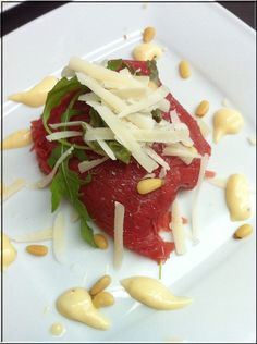 Carpaccio bonbon with truffle mayonnaise. Ingredients 8 slices of thinly sliced ​​carp . I Love Food, Good Food, Yummy Food, Go For It, Cooking Recipes, Healthy Recipes, Cooking Bacon, Happy Foods, Sushi