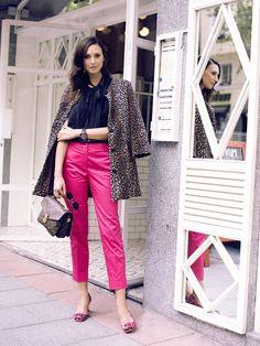 Coat BLANCO. Blouse MIRIAM OCARIZ. Trousers PURIFICACIÓN GARCÍA. Bag LOUIS VUITTON. Shoes PRADA.