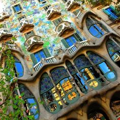 Planning a trip to Barcelona and don't know what to do? Check out our list of the top things to do in Barcelona to get the local experience. Gaudi, World Of Color, Color Of Life, Oh The Places You'll Go, Places To Visit, Stuff To Do, Things To Do, Backpack Through Europe, Voyage Europe