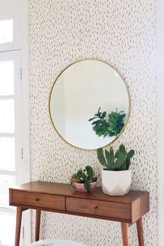 👀 Our Mid-Century Console + Mirror set-up in this stunning dining room makeover by Shop the look + see the whole… Dining Room Console, Console Mirror, Mirror Set, Wall Mirror, Metal Mirror, Dining Table, Mid Century Console, Living Room Decor, Bedroom Decor
