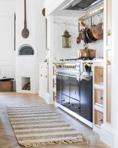 Modern Home Decor Kitchen decor.Modern Home Decor Kitchen decor Home Decor Kitchen, Interior Design Kitchen, New Kitchen, Home Kitchens, Kitchen Ideas, Kitchen Stove, Spanish Kitchen, French Kitchen Decor, Apartment Kitchen