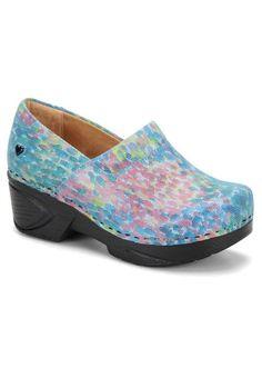 Nurse Mates by Söfft Blue Monet Chloe Professional Leather Clog Clogs Shoes, Sock Shoes, Cute Shoes, Slip On Shoes, Nursing Clogs, Nursing Wear, Nurse Mates Shoes, Leather Clogs
