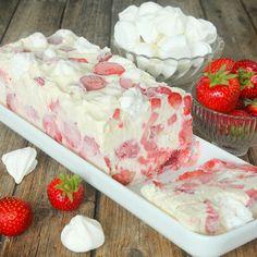 Drömgod, krämig glass med stora jordgubbsbitar i –riktigt lyxig & god! (Görs utan glassmaskin).