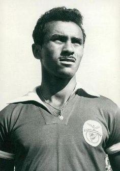 Santana (1936-1989): de 1956 a 1968, 162 jogos, 79 golos, 2 Taças dos Campeões Europeus, 7 Campeonatos Nacionais e 3 Taças de Portugal.