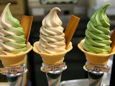 Strawberry and Italian vanilla and pistachio ice cream sorbet Ice Cream Freeze, Yummy Ice Cream, Love Ice Cream, Green Tea Ice Cream, Pistachio Ice Cream, Sour Cream, Flavor Ice, Ice Cream Flavors, 49er
