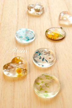 久しぶりのブログです。 皆さんGWを楽しく過ごされているのでしょうねー  私は特になにをするわけでもなく 片付けをしたり、一日ハンドメイドに没頭し... Ice Resin, Plastic Resin, Resin Ring, Resin Jewelry, Jewlery, Resin Crafts, Resin Art, Hand Crafts, Creative Arts And Crafts