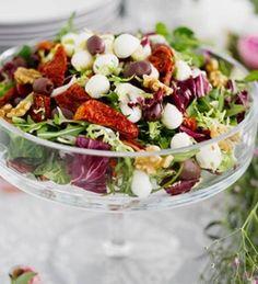 Antipastosalaatti by Kiia Renko / kodin Kuvalehti. Antipasto Salad, Cobb Salad, Salad Recipes, Healthy Recipes, Healthy Food, Nom Nom, Good Food, Food And Drink, Drinks