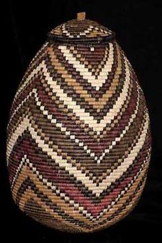 :: Zulu basket from South Africa Zulu, African Design, African Art, Woven Baskets, Basket Weaving, Zen Pictures, African Safari, Aboriginal Art, Textiles