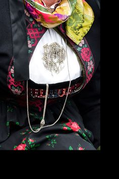 Sigdal/Eggedal Krødsherad, høyt liv Folk Costume, Costumes, Bridal Crown, Looking For Someone, Traditional Dresses, Folklore, Norway, Wedding Jewelry, Fashion Backpack