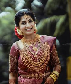 To get featured send… Kerala Hindu Bride, Bridal Sarees South Indian, Indian Bridal Fashion, Aishwarya Rai Makeup, Wedding Saree Collection, Bridal Photoshoot, Bridal Blouse Designs, Saree Wedding, Bridal Style