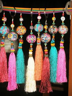 Aow Dusdee, Thailand - Fimo tassels- make beads with sculpy Diy And Crafts, Arts And Crafts, Estilo Hippy, Hippy Chic, Boho Chic, Passementerie, Bijoux Diy, Tassels, Diy Tassel
