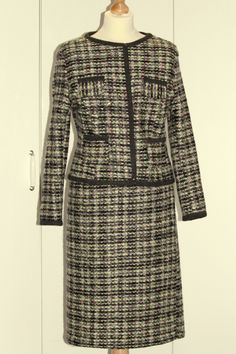 Sewing Chanel-Style, how to sew a Chanel Inspired jacket? Chanel Couture, Chanel Fashion, Vintage Chanel, Sewing, Blog, Jackets, Beautiful, Dresses, Style