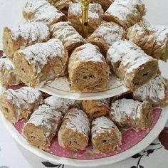 Tahinili Crunchy aka dry baklava recipe, especially for those who love tahini . - Rezepte - Tahinili Crunchy aka dry baklava recipe, especially for those who love tahini . Köstliche Desserts, Delicious Desserts, Dessert Recipes, Baklava Dessert, Recipe Mix, Turkish Recipes, Tahini, Cake Cookies, Tarts