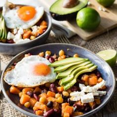 This Healthy Breakfast Bowl is loaded with protein! Packed with sweet potatoes and beans for a healthy quick breakfast idea. Vegetarian and gluten free. Breakfast Beans, Whole 30 Breakfast, Quick Healthy Breakfast, Vegetarian Breakfast, Savory Breakfast, Nutritious Breakfast, Breakfast Burritos, Breakfast Casserole, Healthy Snacks