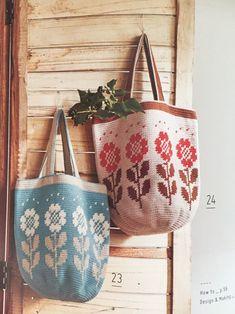 Crochet Clutch, Crochet Handbags, Crochet Purses, Designer Knitting Patterns, Tapestry Crochet Patterns, Crotchet Bags, Knitted Bags, Crochet World, Crochet Books