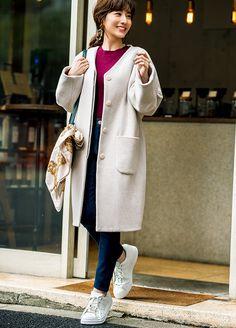 厚めコートとスニーカーでも美脚見え!ゆる×ピタでスタイルUPが叶うデニムコーデ   andGIRL [アンドガール] Japanese Fashion, Fashion Outfits, Womens Fashion, Duster Coat, Feminine, Actresses, Jackets, Style, Girls