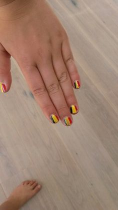 nagel ideen on pinterest nail art tribal nails and nails. Black Bedroom Furniture Sets. Home Design Ideas