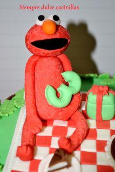 Elmo Cake https://www.facebook.com/media/set/?set=a.800567643299970.1073741865.544819635541440&type=1