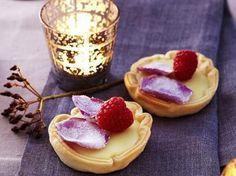 Taartjes van witte chocolade met frambozen (Libelle Lekker!)