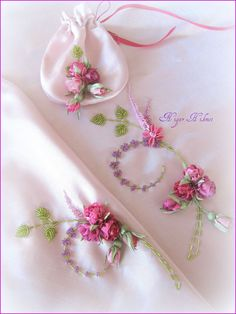 Wonderful Ribbon Embroidery Flowers by Hand Ideas. Enchanting Ribbon Embroidery Flowers by Hand Ideas. Learn Embroidery, Embroidery Fashion, Embroidery Patterns, Embroidery Stitches, Ribbon Art, Diy Ribbon, Ribbon Crafts, Ribbon Embroidery Tutorial, Silk Ribbon Embroidery