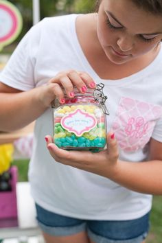 guessing game with jelly beans ... love the layering of the colours in the jar