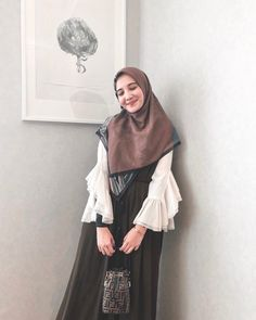 Abaya Fashion, Muslim Fashion, Ootd Fashion, Modest Fashion, Fashion Outfits, Muslimah Clothing, Hijab Fashion Inspiration, Fashion Ideas, Stylish Hijab
