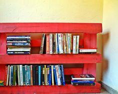 estante de livros em pallet - https://www.facebook.com/Visite-o-Decorado-1521651461484990/